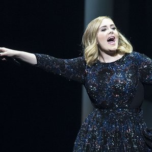 adele performs in Amsterdam