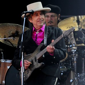 Bob Dylan performing in 2016